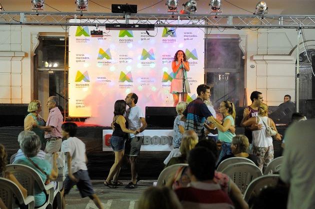 Música, artesanías y boxeo en la Plaza San Martín