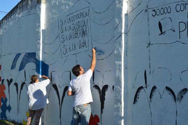 Pintan mural de la memoria en el Barrio San Justo
