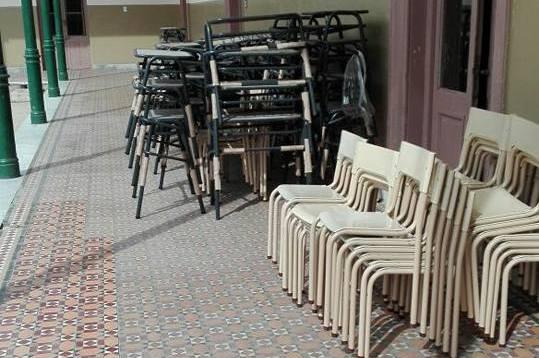 Nuevas mesas y sillas para la Escuela Normal