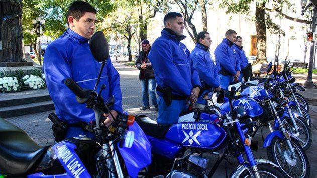 Suman herramientas para prevención en seguridad entregando 6 motos a la Policía Local