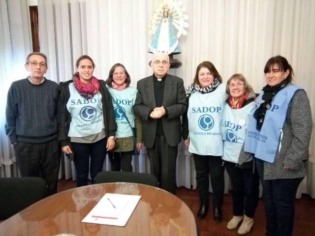Docentes de Privadas reclamaron al Arzobispado por descuentos en sus salarios