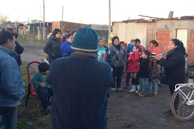 El Movimiento Evita con vecinos de Agote para acceder a los certificados de viviendas