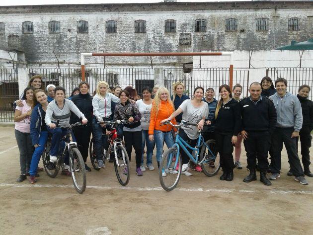 Jornada de ciclismo en el Anexo Femenino de la Unidad N° 5