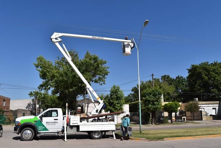 Nueva luminaria led también se coloca en Avenida N°1