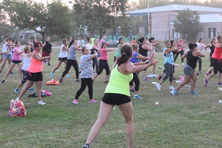 Tardes de gimnasia aeróbica y funcional en la rotonda