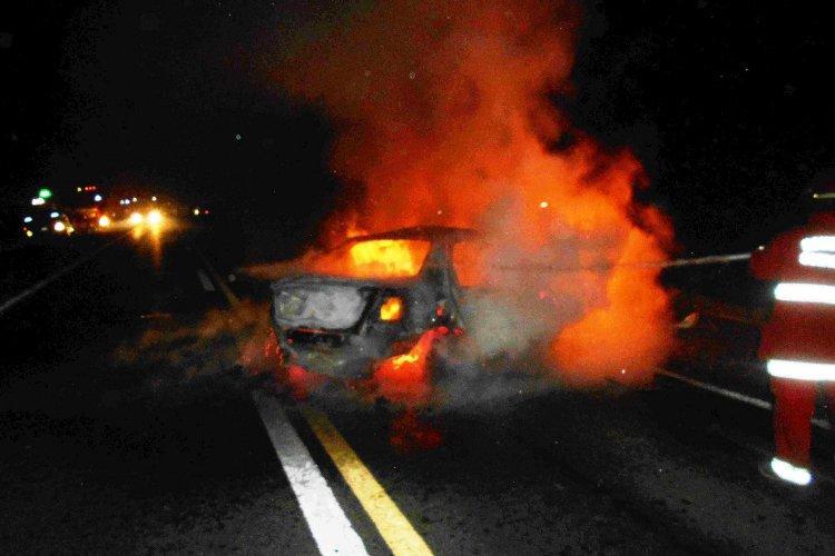 Violento choque e incendio sobre la Ruta 5, km 131,800