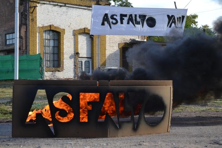 Vecinos de la calle 42 invitan a concejales ante el reclamo de asfalto en sus cuadras
