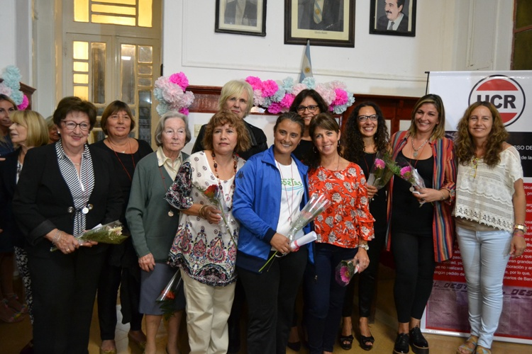 Los radicales distinguieron a diez mujeres por su labor en la comunidad