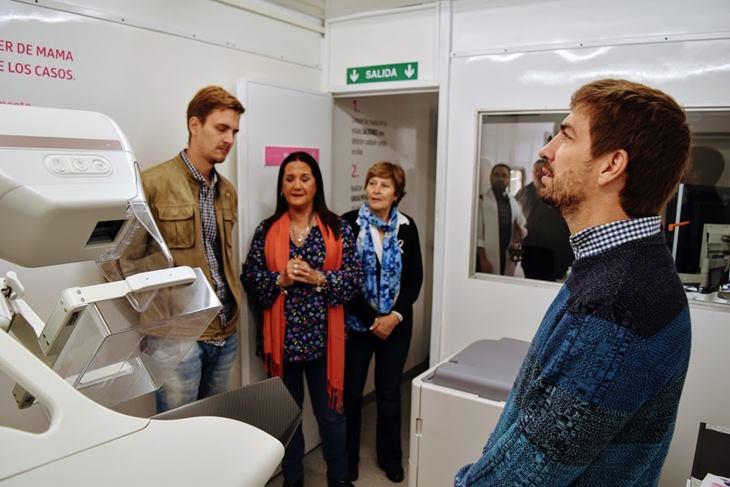 LALCEC realiza mamografías en Mercedes con equipamiento móvil