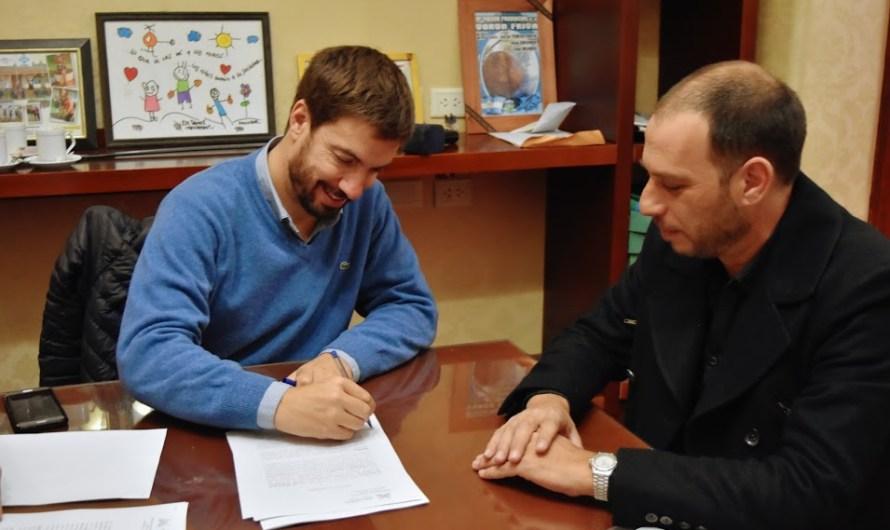 Ustarroz firmó junto a empresa ganadora realización de la Primera Casa Velatoria Municipal