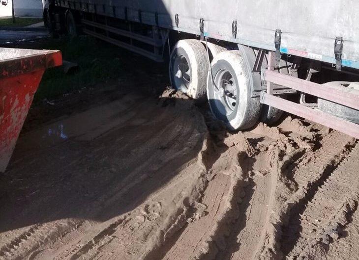 Secuestran camión por romper el espacio público, entre otras actuaciones
