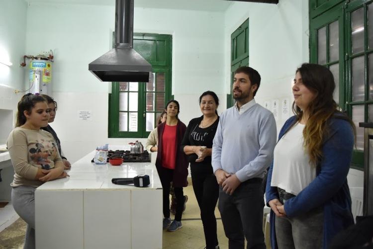 La cocina del Unzué se solidariza con los jóvenes