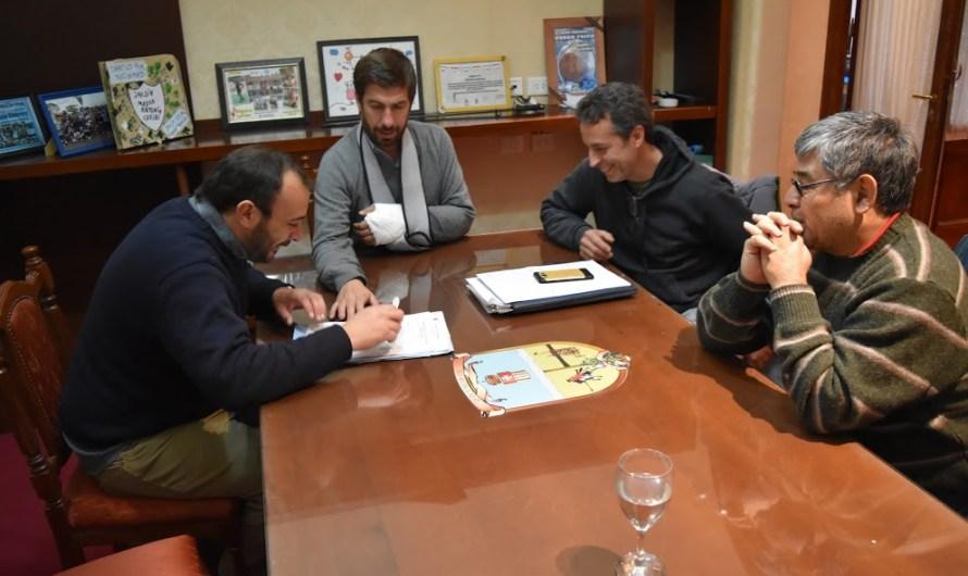 Municipio realiza aporte para infraestructura a Colegio Camila Rolón