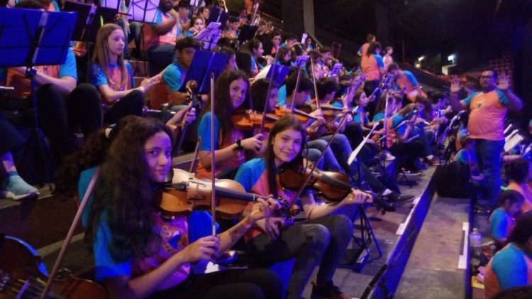 Orquesta Escuela de Mercedes en el Luna Park