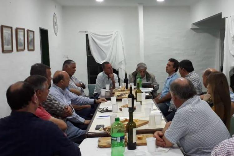 Vecino en reunión por obras en ruta 5 y cuenca del río Luján