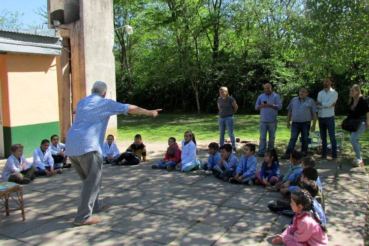 Los cuentos del Abuelo recorren escuelas rurales