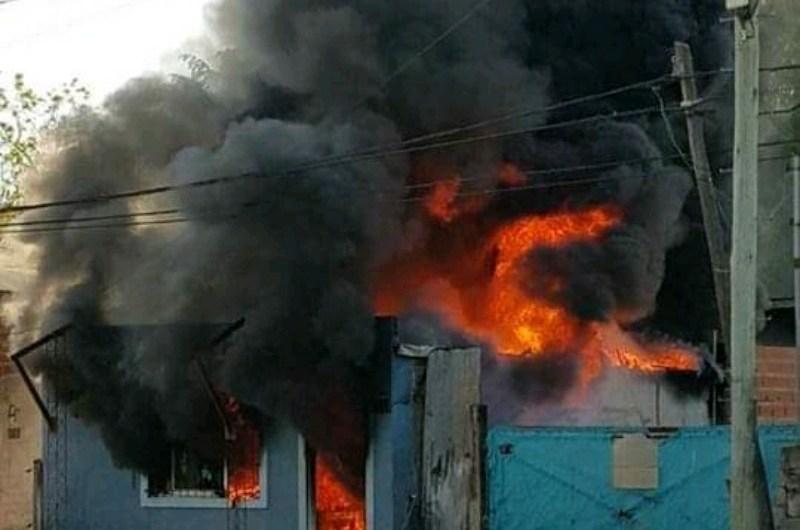 Incendio en una casa en 39 entre 106 y 108