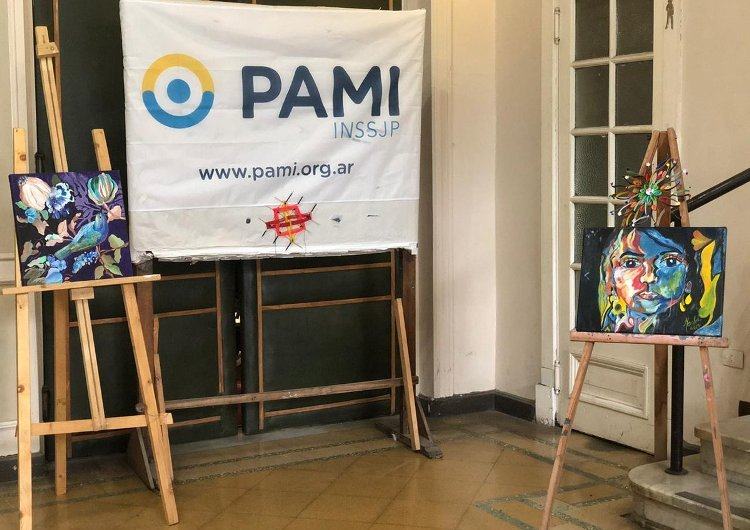 PAMI cerró el año de sus talleres con una muestra en el Teatro