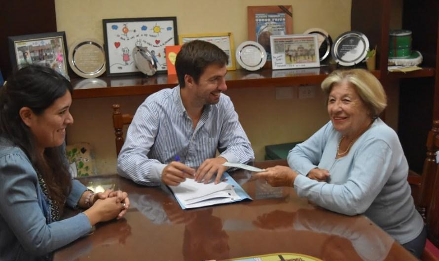 Ustarroz firmó nuevo aporte para obras del Municipio al Honguito