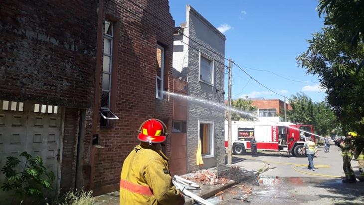 Fuga de gas habría ocasionado explosión en una vivienda
