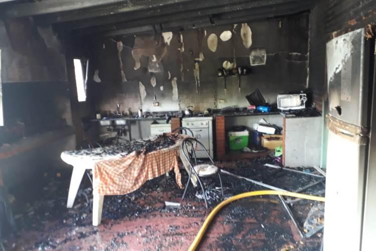 Pérdida total en una casa por incendio en 115 y 18