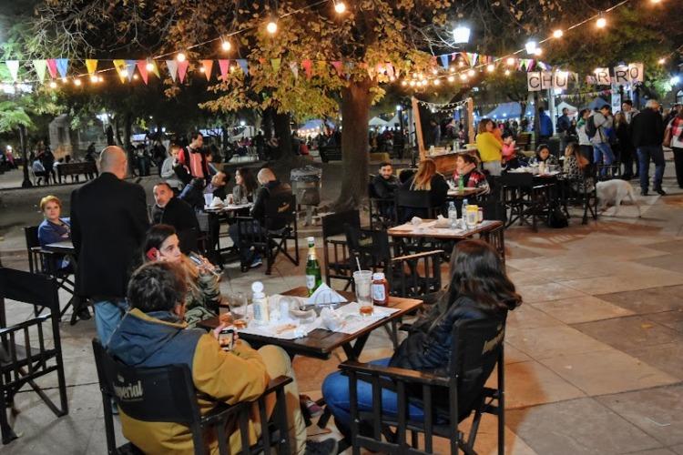Las Delicias del Mundo pasaron por la Plaza San Martín