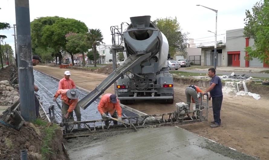 Alertan sobre vehículos que se meten en cemento fresco de Avenida 2