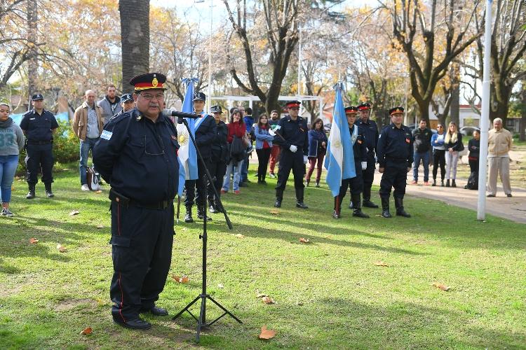 Bomberos Voluntarios celebraron su día en el monumento que los homenajea