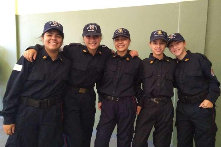Día del Bombero Voluntario: Cinco chicas son las primeras cadetes de Mercedes
