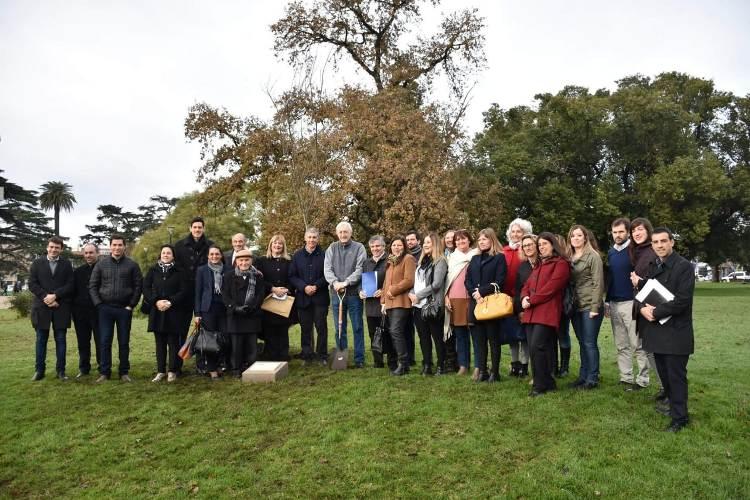 Abogados plantaron un árbol por los 103 años del Colegio