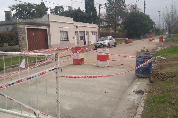 Realizan obras de asfalto en barrio San Antonio