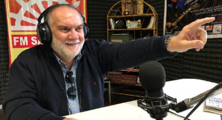 Tito Vallese reconocido por su labor en radio