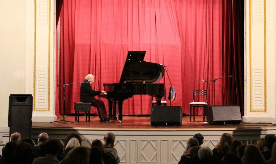 El afamado pianista Miguel Ángel Estrella se presentó en Mercedes