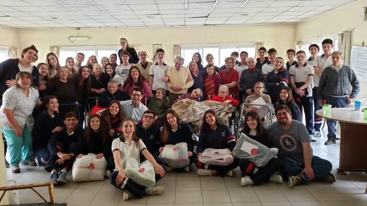Estudiantes de Misericordia compartieron juegos con residentes del Ulises D´Andrea