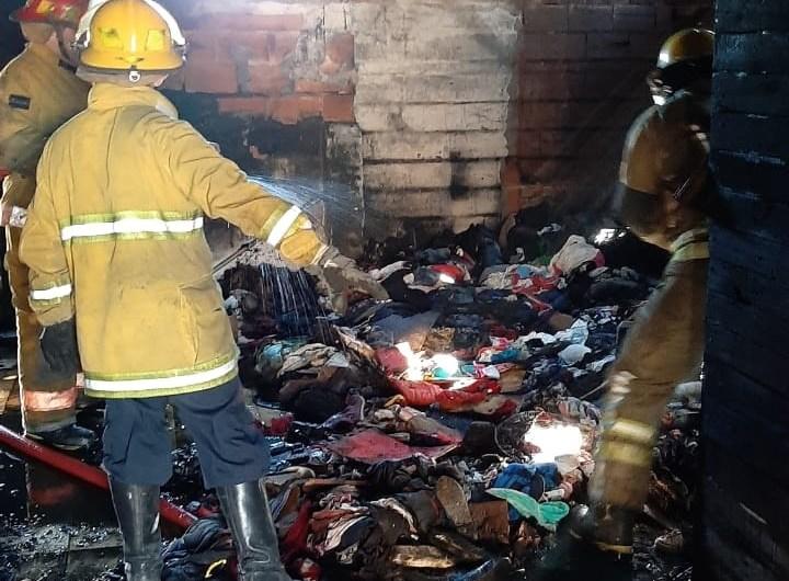 Grave incendio con destrucción total