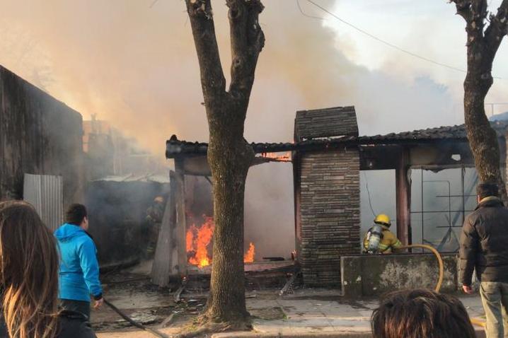 Incendio destruyó totalmente casa en calle 20