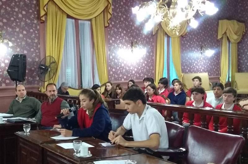 Alumnos de Santa María piden la construcción de bicisenda en avenida 40