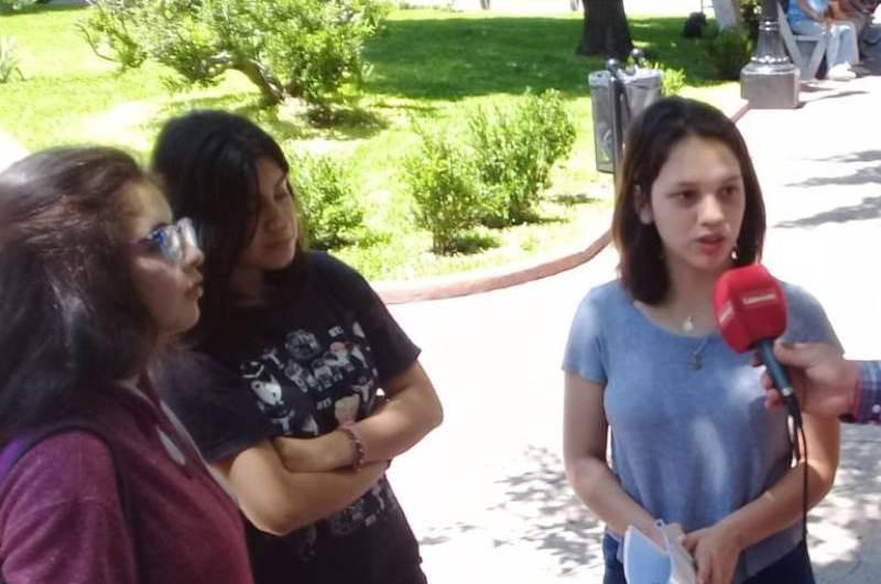Alumnas de la Escuela Normal Presentaron un proyecto por las paradas en Capital del 57