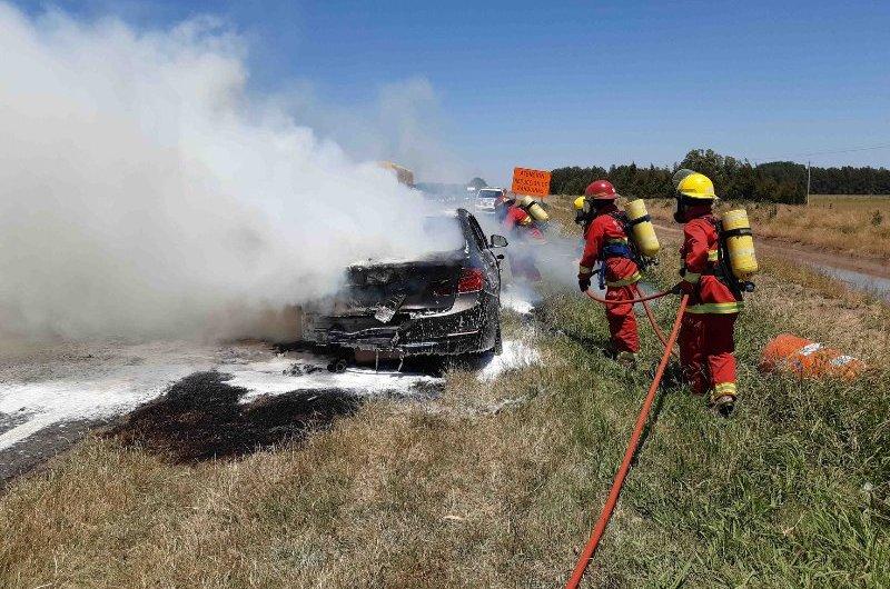 Incendio de automotor en ruta 5
