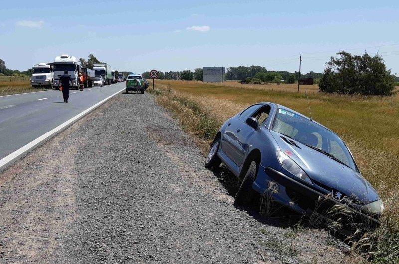 Siniestro entre camión y automóvil sobre ruta 5