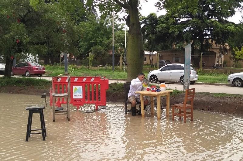 Comerciantes de la Avenida 2 instalan «balneario» a modo de protesta