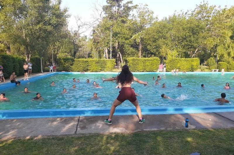 Deporte y pileta como atracciones del Parque y el Martín Rodríguez