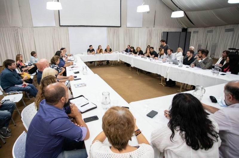 Provincia inició el diálogo por las paritarias 2020 con docentes y estatales