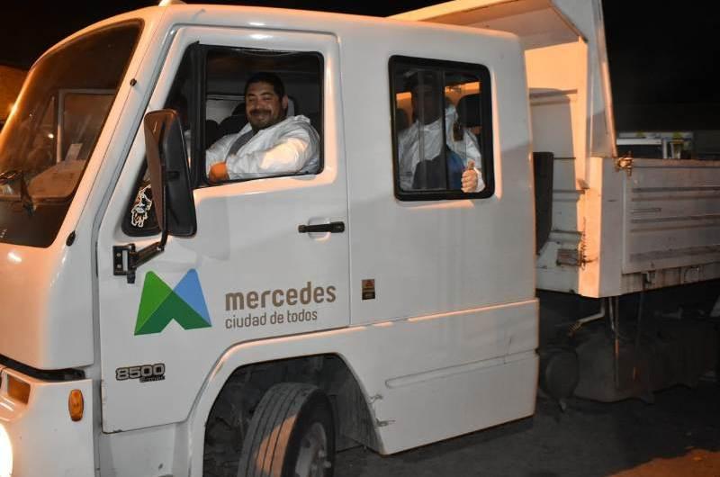 Entregan equipos de trabajo aislantes a recolectores de residuos