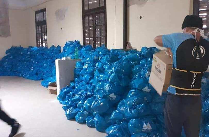 Continúa la entrega de bolsas de alimentos en las escuelas