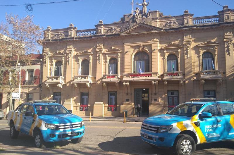 Nación entrega dos camionetas para Seguridad vial
