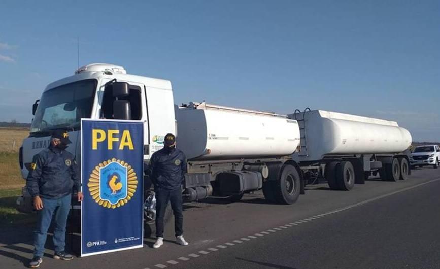 Secuestran camión con aceite de soja sin autorización para circular