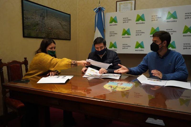 Municipipo de Mercedes firma convenio con Ministro Arroyo