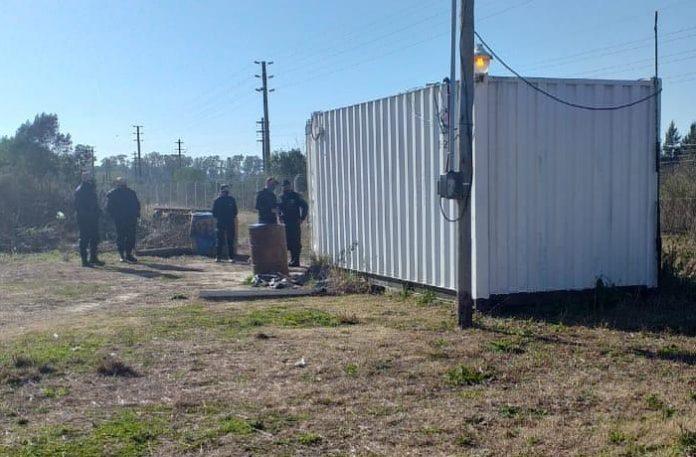 Un hombre y su nieto fueron hallados sin vida en un contenedor