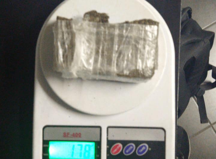 Detenidos por portación de casi un kilo de marihuana